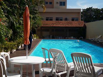 Por la vida y la alegr a t hotel piscina 24 horas caldas for Piscina 24 horas madrid